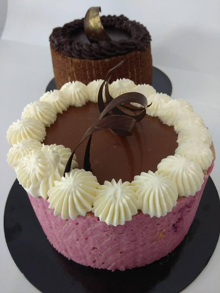 τούρτες σαρλότ με μαύρη σοκολάτα και σοκολάτα γάλακτος zaxaroplasteia kalamatas, Ζαχαροπλαστεία καλαμάτας madamecharlotte.gr, σοκολατάκια πάστες γλυκά τούρτες γεννεθλίων γάμου βάπτισης παιδικές θεματικές birthday theme party cake 2d 3d confectionery patisserie kalamata