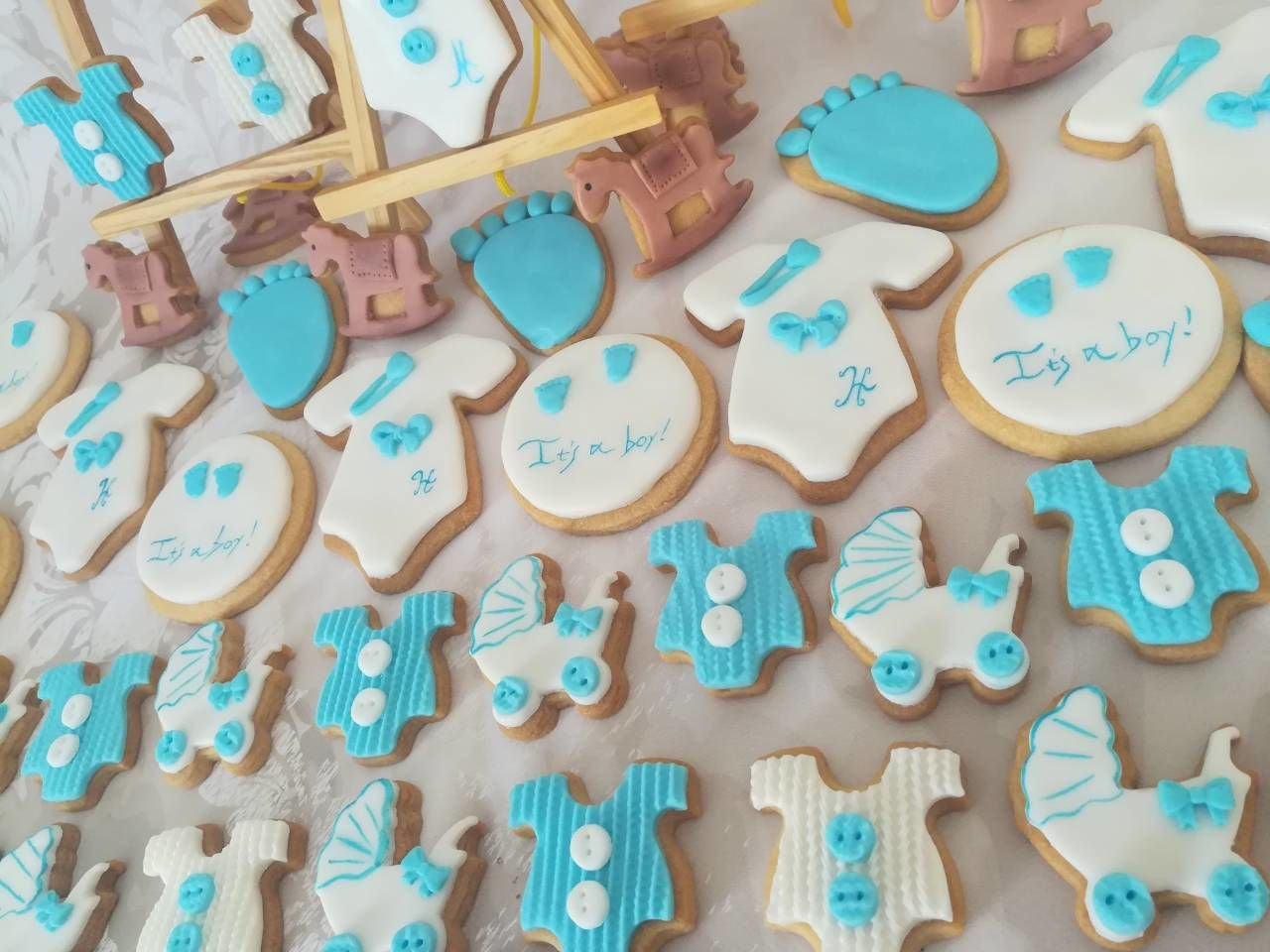 baby shower party it's a boy! αγόρι με cookies από ζαχαρόπαστα, ζαχαροπλαστείο κοντά μου καλαμάτα madamecharlotte.gr, birth theme cookies and partycakes 2d 3d confectionery patisserie kalamata