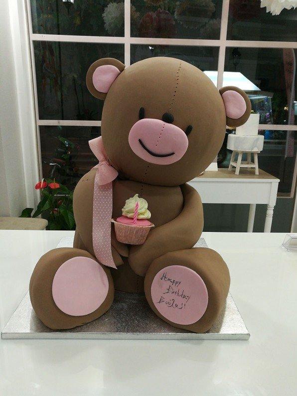 τούρτα από ζαχαρόπαστα αρκούδος, ζαχαροπλαστείο καλαμάτα madame charlotte, birthday theme party cakes 2d 3d confectionery patisserie kalamata