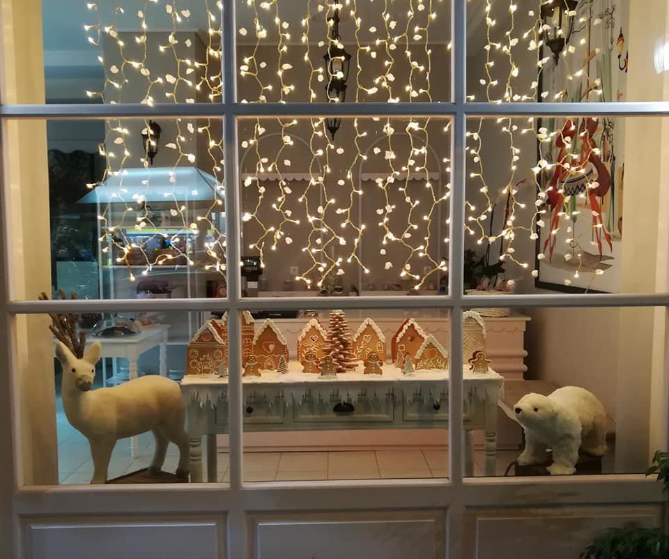 χριστουγεννιάτικη μπισκοτούπολη 2018, Ζαχαροπλαστείο καλαμάτα madame charlotte, confectionery patisserie kalamata