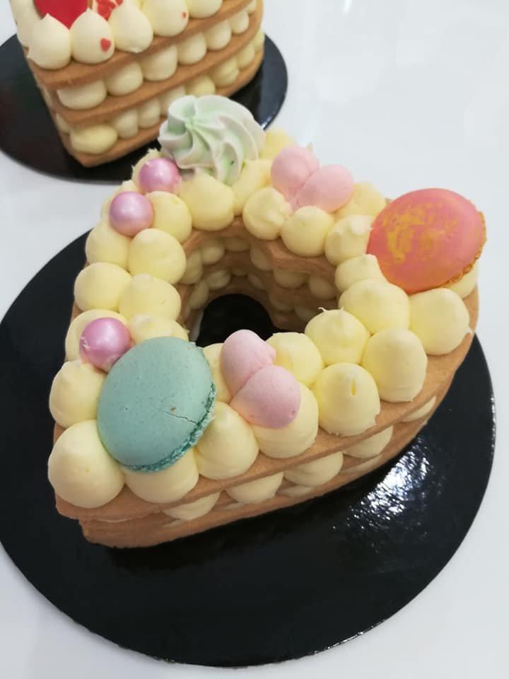 τάρτα καρδιά με κρέμα γλυκό τυρί, Ζαχαροπλαστείο καλαμάτα madame charlotte, σοκολατάκια πάστες γλυκά τούρτες γεννεθλίων γάμου βάπτισης παιδικές θεματικές birthday theme party cake 2d 3d confectionery patisserie kalamata
