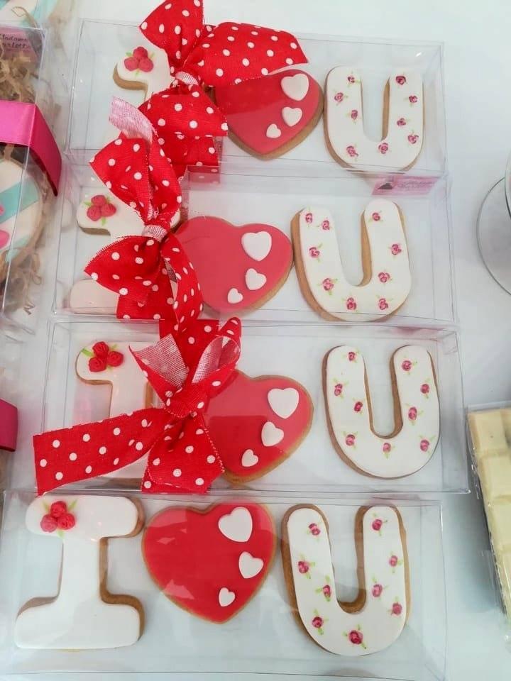 μπισκότο ζαχαρόπαστας i love you, Ζαχαροπλαστεία Καλαμάτας madame charlotte, σοκολατάκια πάστες γλυκά τούρτες γεννεθλίων γάμου βάπτισης παιδικές θεματικές birthday theme party cake 2d 3d confectionery patisserie kalamata