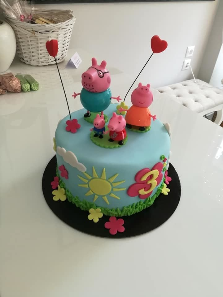 τούρτα για πάρτυ γενεθλίων από ζαχαρόπαστα peppa pig family, Ζαχαροπλαστειο καλαματα madame charlotte, τουρτες παιδικες γενεθλιων madamecharlotte.gr birthday cakes kalamata