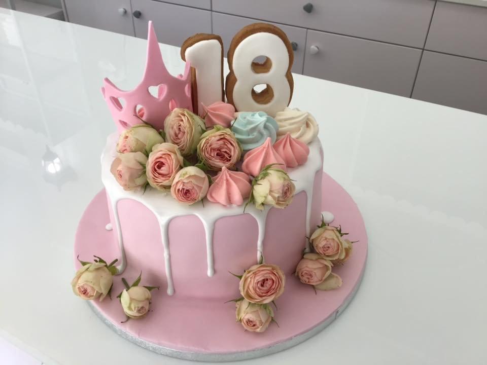 τούρτα από ζαχαρόπαστα princess 18 πριγκιπισσα, Ζαχαροπλαστείο καλαμάτα madame charlotte, τουρτες παρτι παιδικες γενεθλιων madamecharlotte.gr birthday cakes patisserie confectionery kalamata