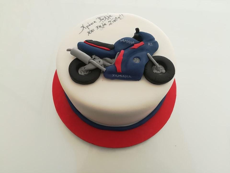 τούρτα από ζαχαρόπαστα motorbike yamaha, Ζαχαροπλαστείο καλαμάτα madame charlotte, τούρτες γεννεθλίων γάμου βάπτησης παιδικές θεματικές birthday theme party cake 2d 3d confectionery patisserie kalamata