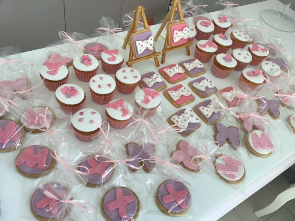 μπουφέ βάπτισης με κουλουράκια και cup cakes από ζαχαρόπαστα, Ζαχαροπλαστειο καλαματα madame charlotte, birthday baptism theme cakes and cookies kalamata, madamecharlotte.gr, τούρτες γενεθλίων γάμου βάπτισης παιδικές θεματικές