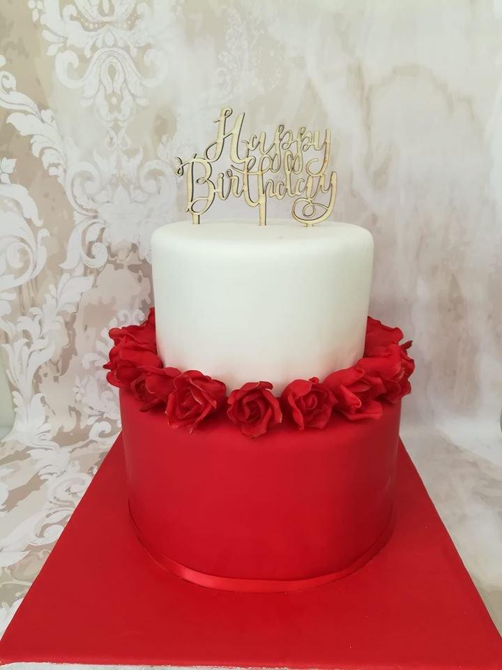 τούρτα από ζαχαρόπαστα red roses κοκκινα τριαντάφυλλα, μπουφέ βάπτισης κουλουράκια cup cakes με ζαχαρόπαστα, Ζαχαροπλαστειο καλαματα madame charlotte, birthday baptism theme cakes and cookies kalamata, madamecharlotte.gr, τούρτες γεννεθλίων γάμου βάπτησης παιδικές θεματικές