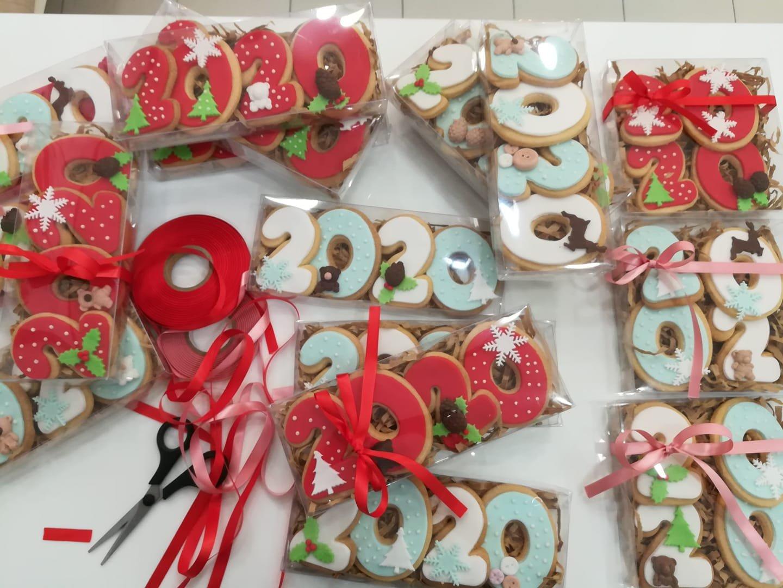 χριστουγεννιάτικα μπισκότα 2020, Ζαχαροπλαστείο κοντά μου στη καλαμάτα madame charlotte, σοκολατάκια πάστες γλυκά τούρτες γεννεθλίων γάμου βάπτισης παιδικές θεματικές birthday theme party cake 2d 3d confectionery patisserie kalamata