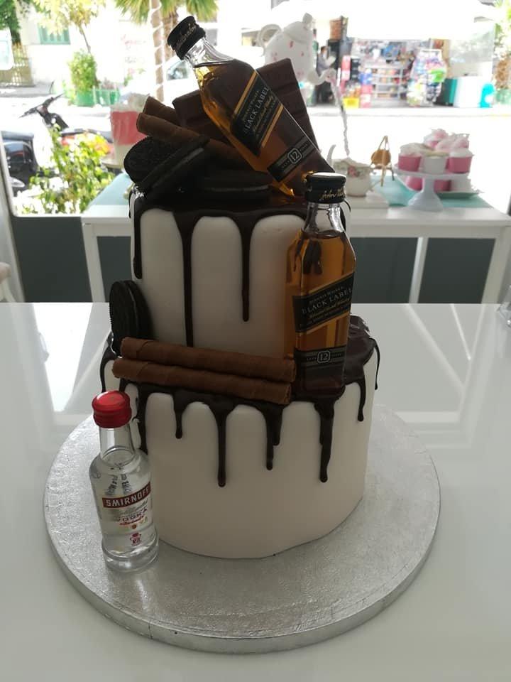 τούρτα από ζαχαρόπαστα theme cake wiskey&vodka, Ζαχαροπλαστεία στη καλαμάτα madame charlotte, τούρτες γεννεθλίων γάμου βάπτησης παιδικές θεματικές birthday theme party cake 2d 3d confectionery patisserie kalamata