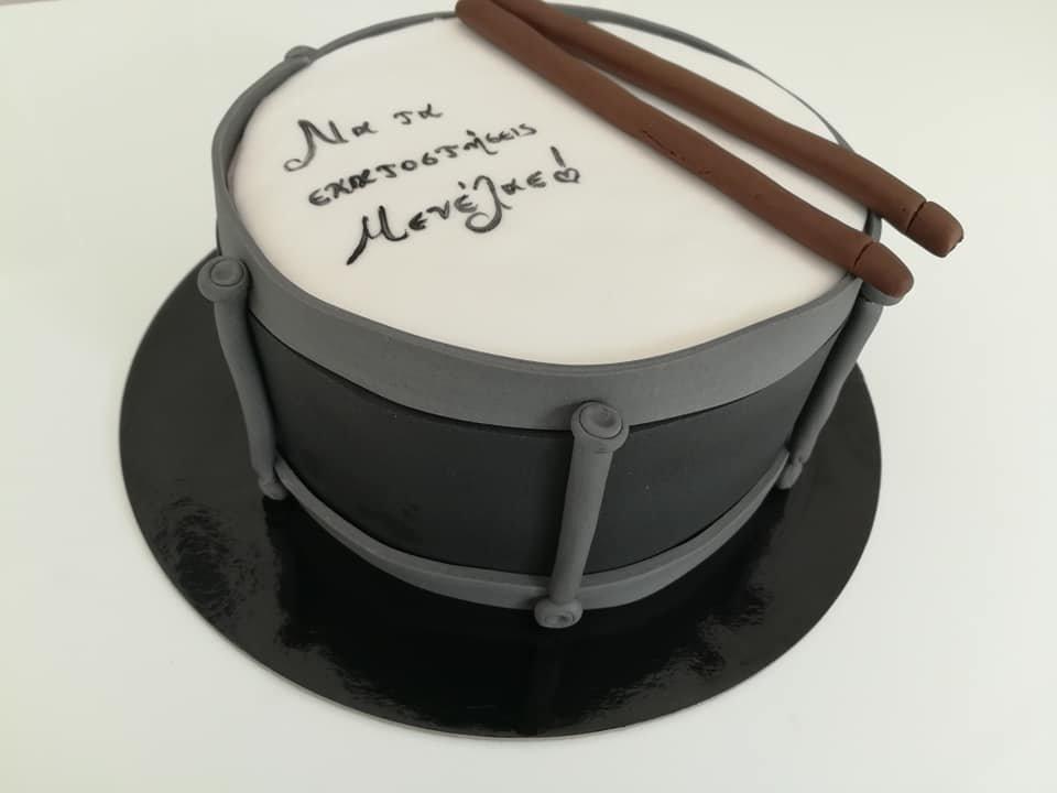 τούρτα από ζαχαρόπαστα τύμπανα ορχήστρα, drums themed cake, Ζαχαροπλαστείο Καλαμάτα madame charlotte, τούρτες για πάρτι παιδικές γενεθλίων για αγόρια για κορίτσια για μεγάλους madamecharlotte.gr birthday themed cakes patisserie confectionery kalamata