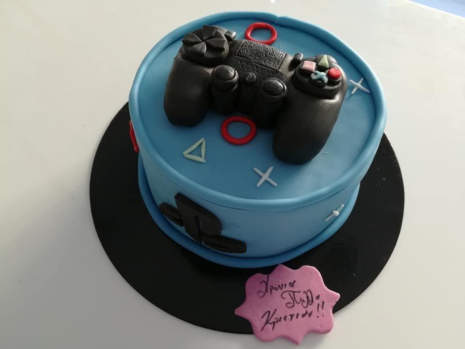 τούρτα από ζαχαρόπαστα playstation themed cake, Ζαχαροπλαστείο Καλαμάτα madame charlotte, τούρτες για πάρτι παιδικές γενεθλίων για αγόρια για κορίτσια για μεγάλους madamecharlotte.gr birthday themed cakes patisserie confectionery kalamata