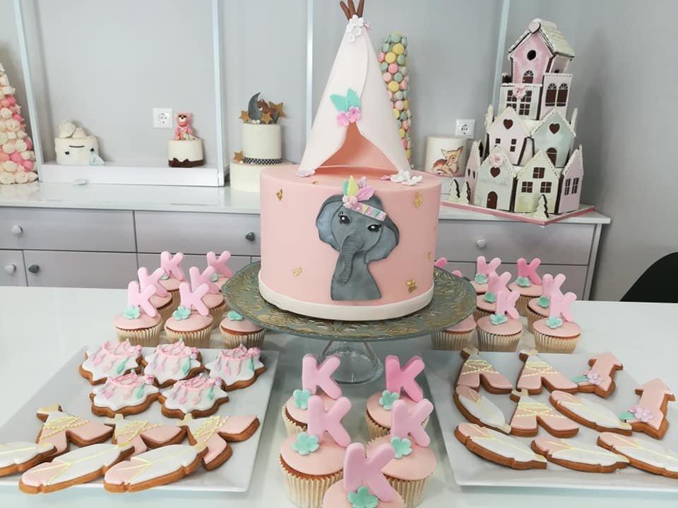 μπουφέ βάπτισης με κουλουράκια, cup cakes και τούρτα από ζαχαρόπαστα ινδιάνα ελεφαντίνα, Ζαχαροπλαστειο Καλαμάτα madame charlotte, birthday baptism theme cakes and cookies kalamata, madamecharlotte.gr, τούρτες γενεθλίων γάμου βάπτισης παιδικές θεματικές μπουφέ βάπτισης με κουλουράκια και cup cakes από ζαχαρόπαστα