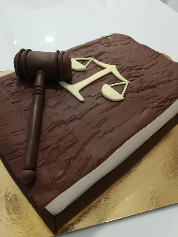 τούρτα από ζαχαρόπαστα βιβλίο δικαστή, judje themed cake, Ζαχαροπλαστεία στη Καλαμάτα madame charlotte, τούρτες γεννεθλίων γάμου βάπτησης παιδικές θεματικές birthday theme party cake 2d 3d confectionery patisserie kalamata
