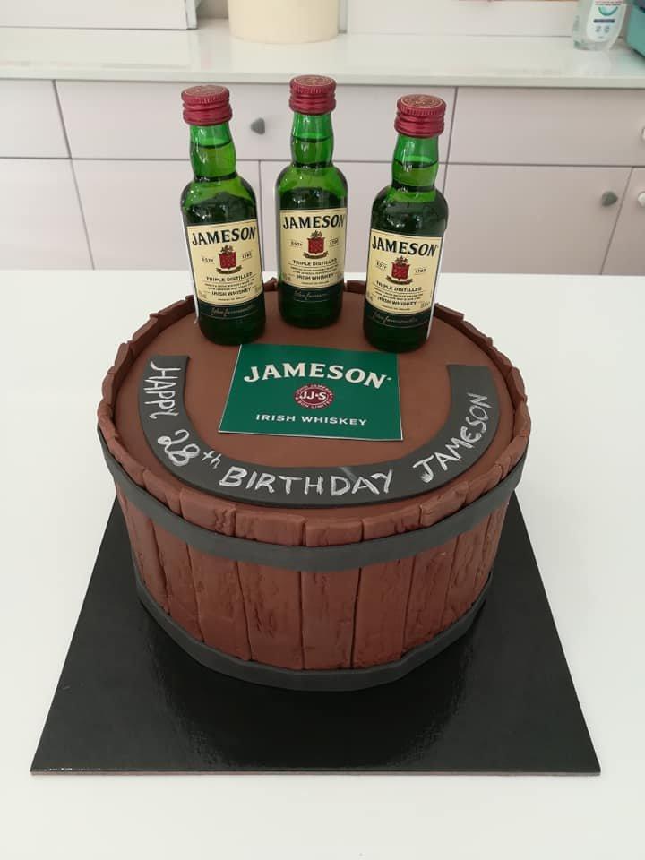 τούρτα από ζαχαρόπαστα wiskey jameson themed cake, Ζαχαροπλαστεία στη Καλαμάτα madame charlotte, τούρτες γεννεθλίων γάμου βάπτησης παιδικές θεματικές birthday theme party cake 2d 3d confectionery patisserie kalamata