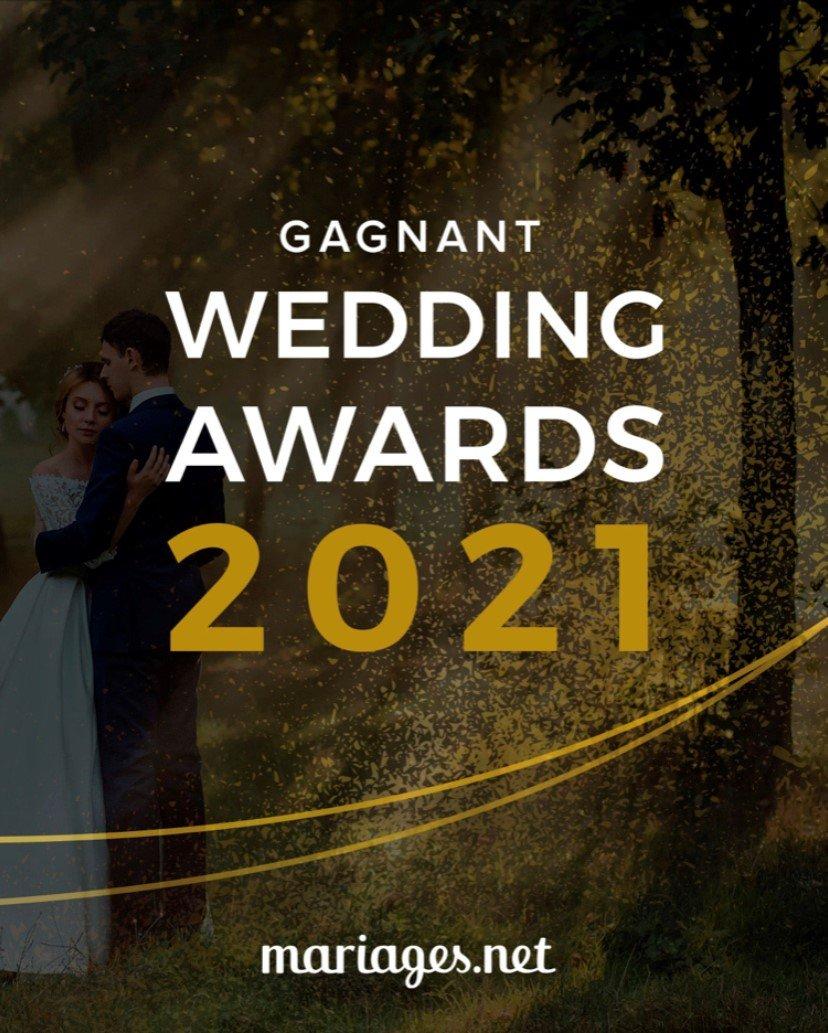 WEDDING AWARDS 2021 by Mariages.net GRÂCE AUX WEDDING AWARDS UN VENT D'OPTIMISME SOUFFLE SUR LES PROFESSIONNELS DU SECTEUR APRÈS UNE ANNÉE DIFFICILE POUR LES MARIAGES. Pena de la Trova obtient le Wedding Awards de Mariages.net, en reconnaissance à son talent et à son professionnalisme après une année difficile pour le secteur nuptial Mariages.net célèbre la 7ème édition du prestigieux concours des Wedding Awards, auquel ont participé plus de 44 000 entreprises inscrites sur le portail. Exceptionnellement, pour cette édition, participent au concours les professionnels de 2019, dernière saison des mariages célébrée avec normalité et ceux de 2020. Les Wedding Awards sont les seuls prix du secteur basés sur les avis des couples mariés et c'est précisément de là qu'ils tirent leur valeur. Pena de la Trova, de la catégorie Musique, a reçu le Wedding Awards 2021 qui le désigne comme l'un des professionnels les plus recommandés par les couples de Mariages.net. Vous pouvez consulter la liste complète des lauréats des différentes catégories sur mariages.net/wedding-awards.  Saint-Just, 16 Avril 2021. Pena de la Trova, professionnel incontournable pour les mariages de Saint-Just, a obtenu le prix du Wedding Award 2021 dans la catégorie Musique. Une reconnaissance à son talent mais aussi au professionnalisme dont il fait preuve auprès des couples qui organisent leur mariage, et qui l'accrédite comme l'un des meilleurs professionnels de mariage du pays. Pena de la Trova a reçu un total de 36 avis sur sa vitrine Mariages.net et la note de 4.9 sur 5.0 attribuée par les couples qui ont fait appel à ce prestataire pour organiser leur mariage. Mariages.net, portail nuptial leader dans le monde du groupe The Knot Worldwide, célèbre une nouvelle édition du prestigieux concours des Wedding Awards et a annoncé le nom des professionnels et entreprises qui ont remporté le Wedding Award en 2021. Cela fait déjà sept ans que le portail de mariage leader en France organise cette remise de prix