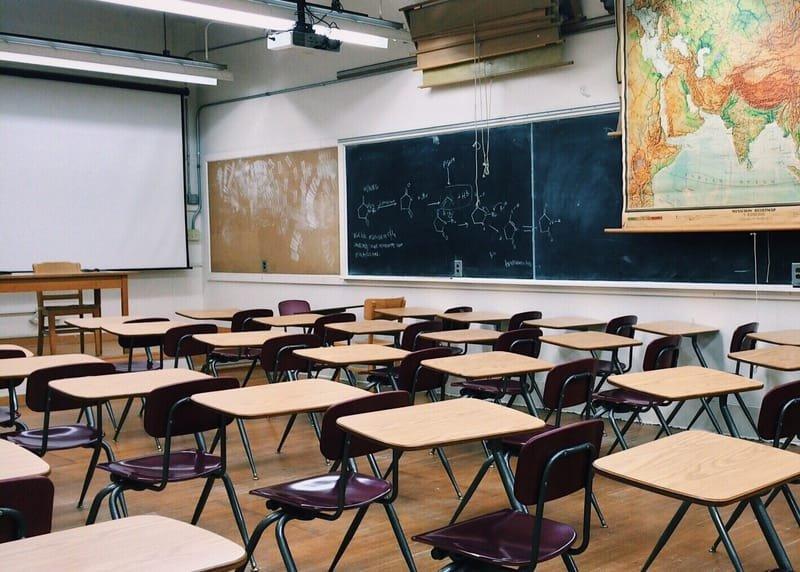 Öffentliche Einrichtungen        (z.B. Schulen und Institute)