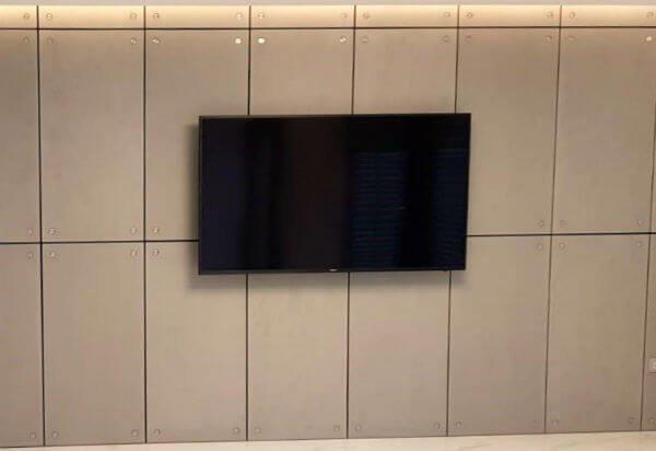 קיר בטון לטלויזיה