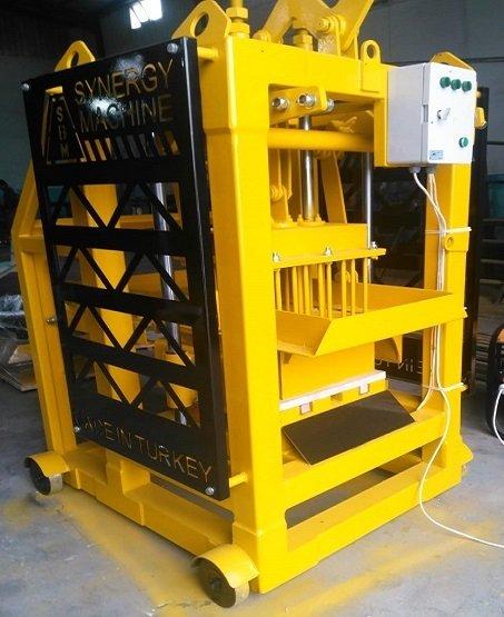 Machine a parpaing manuelle