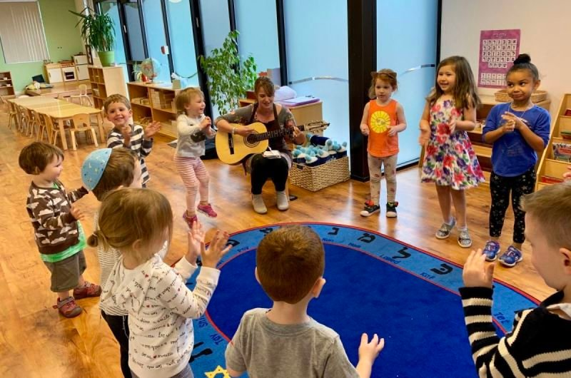 Mommy & Me: Music & Shabbat Hour