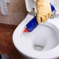 تنظيف وتعقيم الحمامات