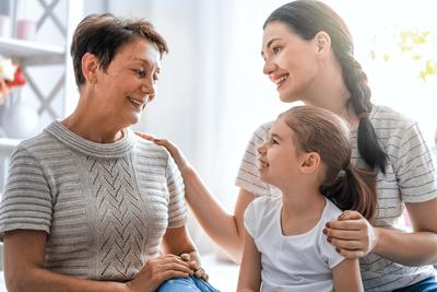 Kinderbetreuung durch eine Oma