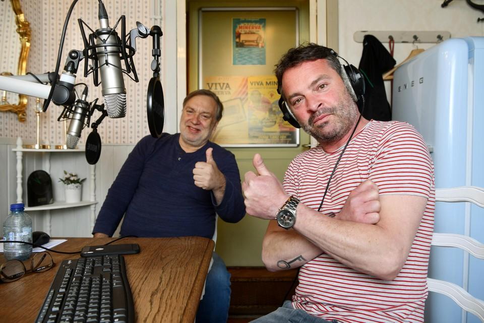 Adriaan Van den Hoof in de studio met Frank Boekhoff.