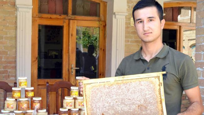Продукция молодого узбекского пчеловода представлена на выставках 12 стран мира