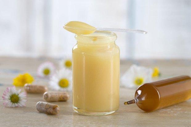 Королевское желе или маточное молочко пчёл