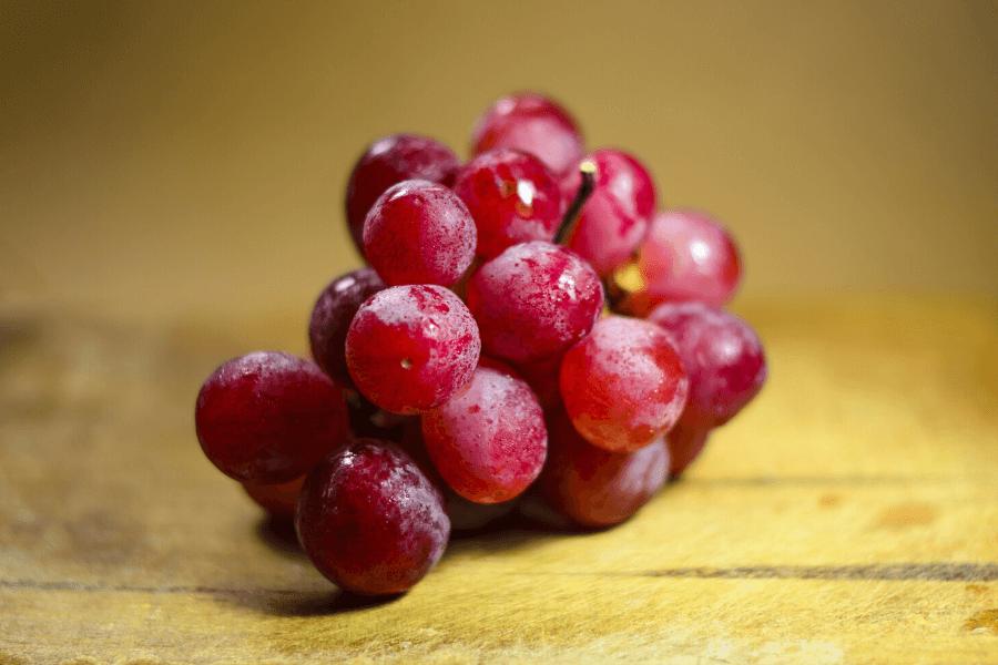 Du raisin à couleur rosée