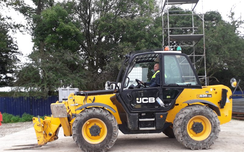 J3 – Telescopic above 9m lift 2- or 4-wheel steer/articulated