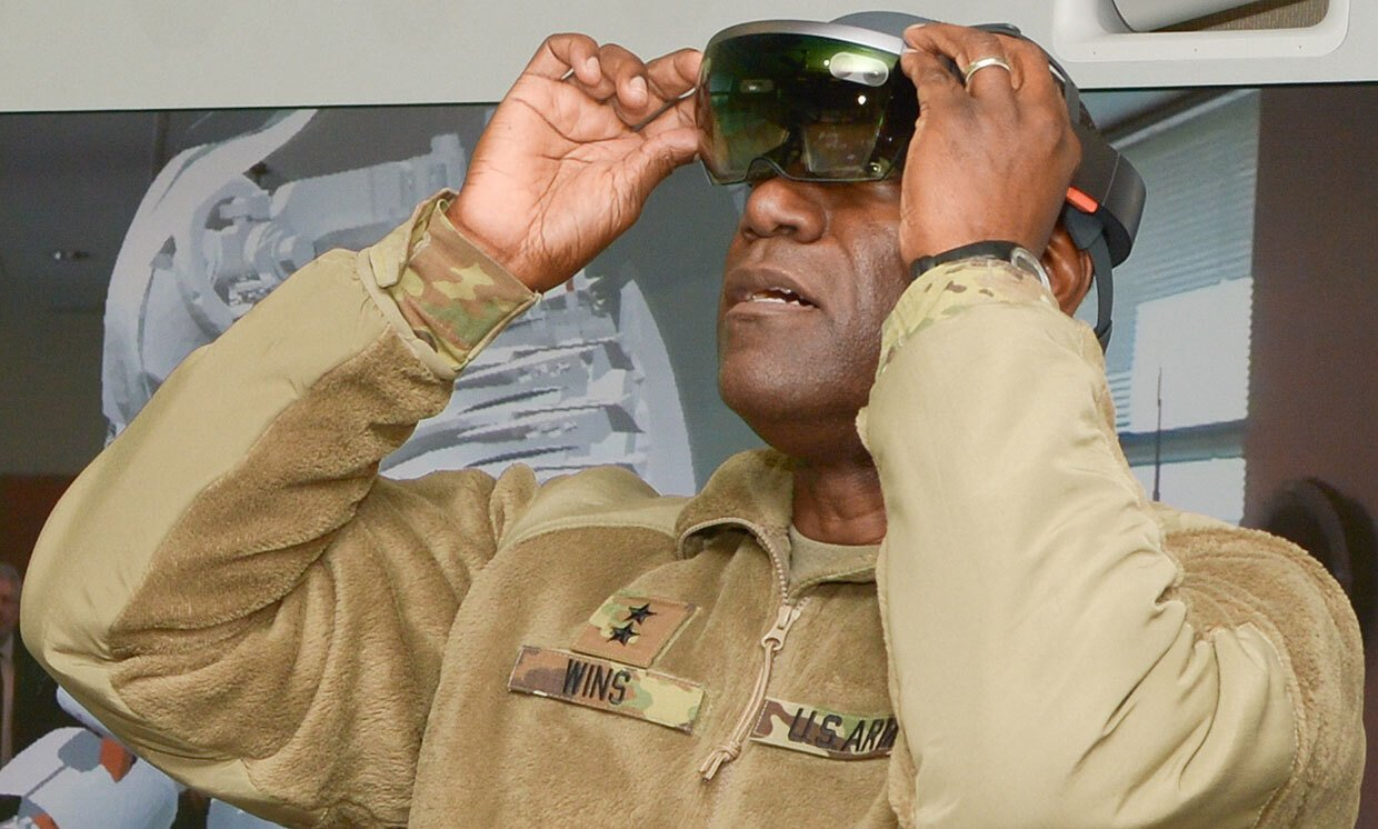US Army soldier wearing Hololens 2