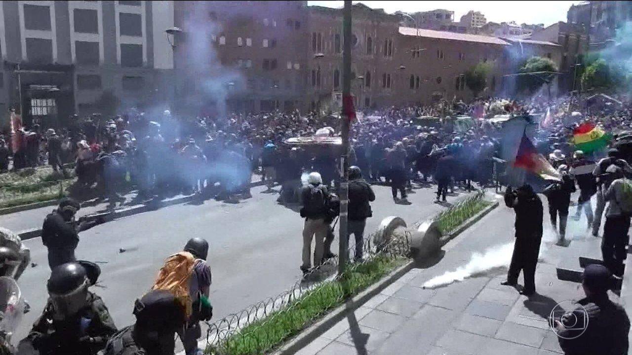Protesto de apoiadores de Evo Morales termina em violência na Bolívia