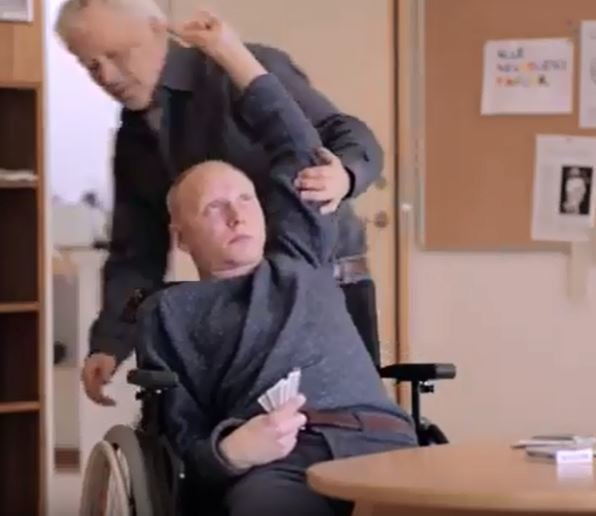 Tonisk anfall i rullestol