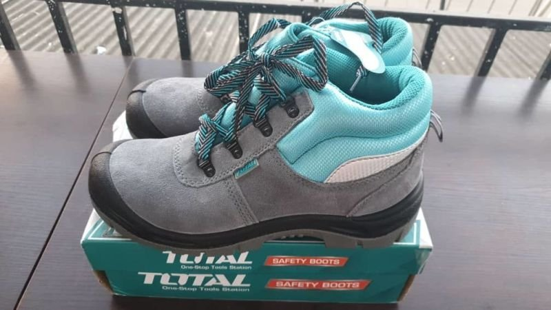 Total Premium Safety Boots All Sizes Available.