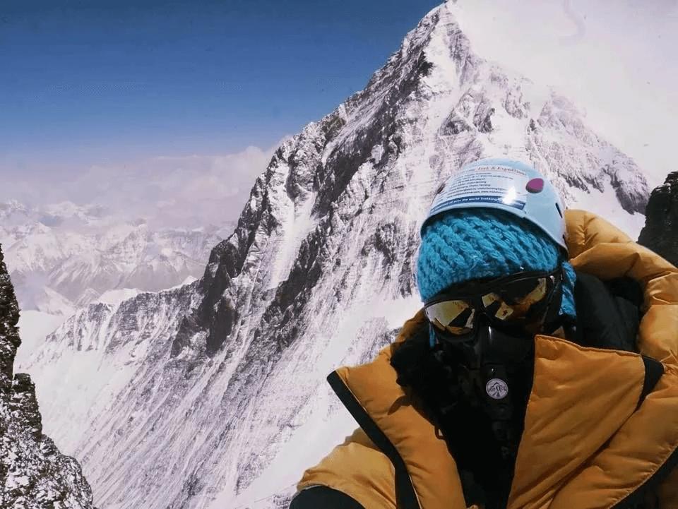 Оксана на фоне Эвереста. (Лхоцзе - отрог Эвереста)