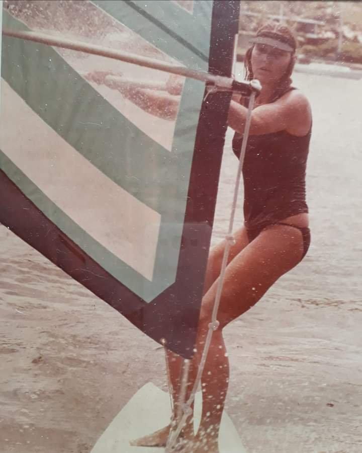 Brigitta começando no windsurf