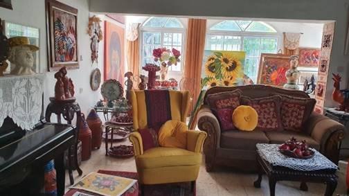 פנינה ברקאי, סיור אומנות של האומנית פנינה ברקאי בבאר שבע, יוצרת בגדים, תכשיטים פיסול, קירמיקה וציור