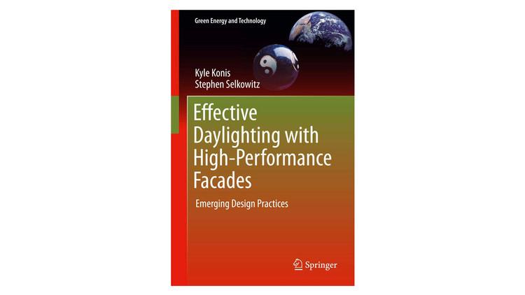 Iluminação natural eficaz com fachadas de alto desempenho: Práticas de projeto emergentes / Kyle Konis, Stephen Selkowitz.  Imagem via Amazon