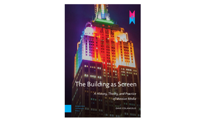 The Building as Screen: A History, Theory and Practice of Massive Media / Dave Colangelo.  Imagem via Amazon
