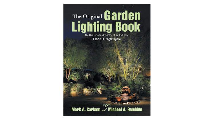 O livro original de iluminação de jardins / Frank B. Nightingale.  Imagem via Amazon