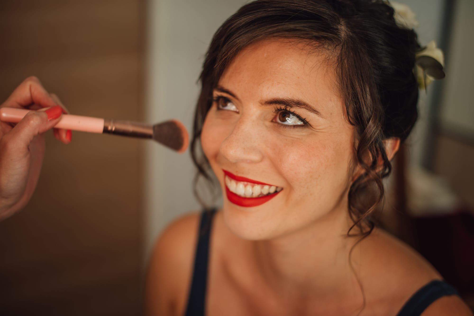 Maquillage mariée bouche rouge