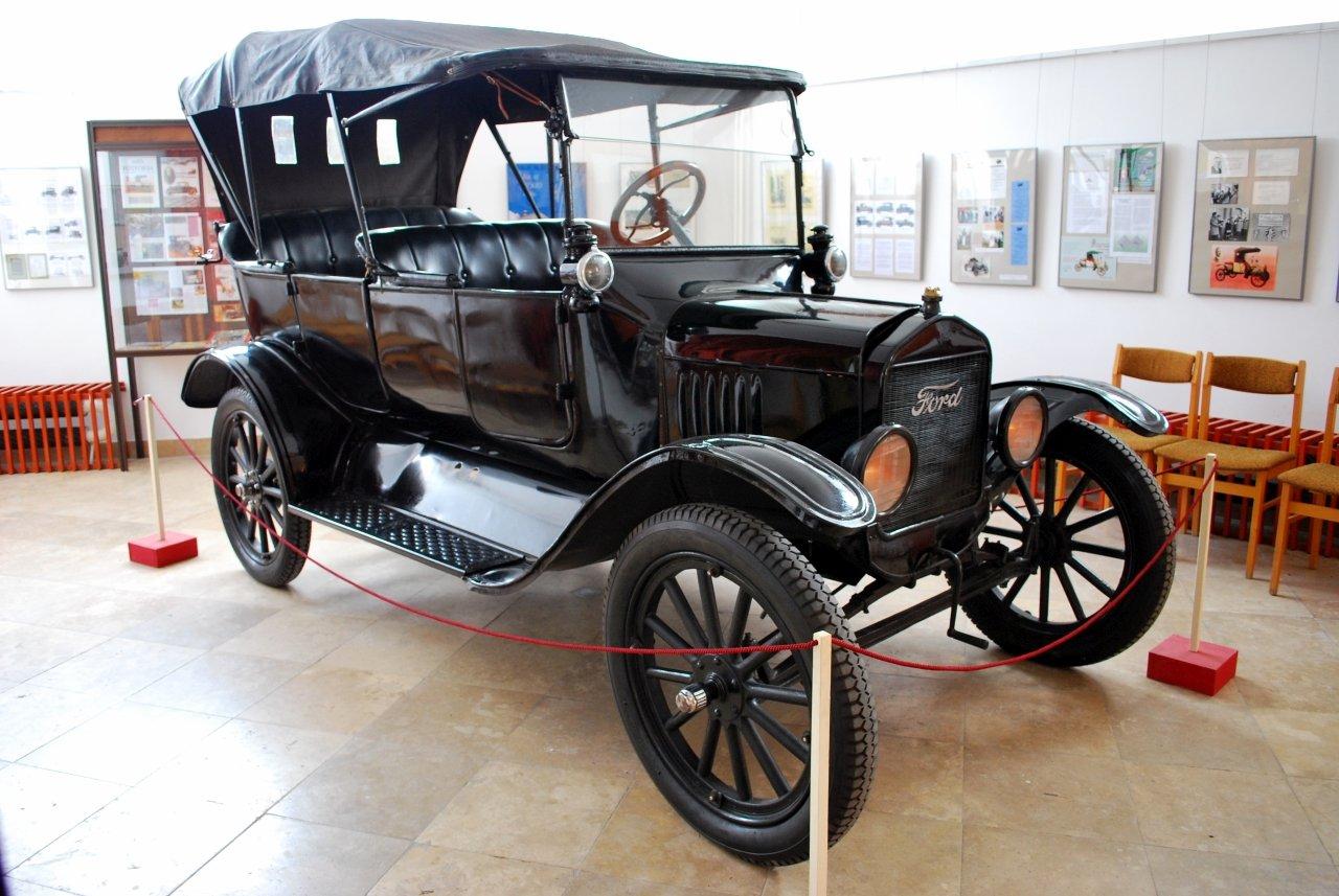 Modeul Ford T proiectat de inginerul Galamb din Mako