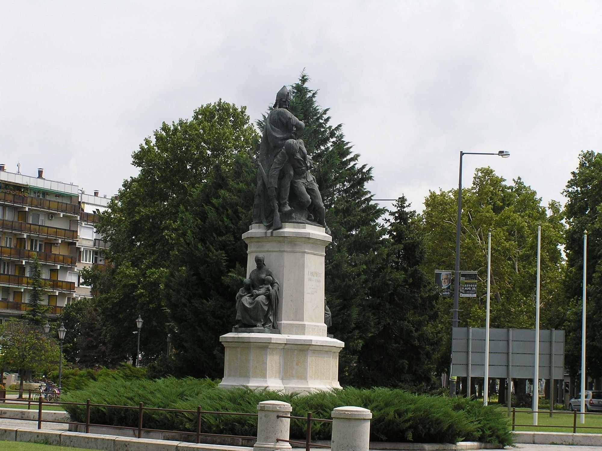 monumentul eroilor Mako