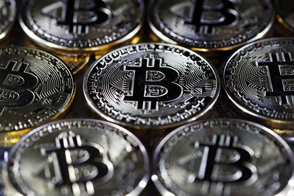 BTC Bitcoin ETH Ethereum cripto moeda halving blockchain, melhor investimento hoje, melhor investimento, investir, maior retorno, investir na bolsa, investir em criptomoedas