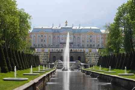 Taxi to Peterhof Petrodvorets in St Petersburg