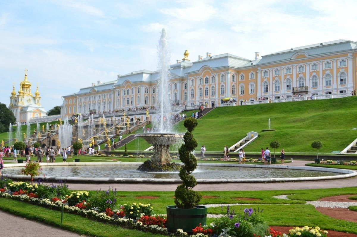 Peterhof Taxi in St Petersburg