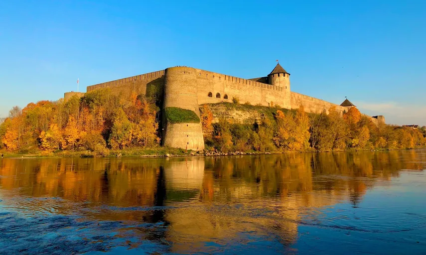 St Petersburg Taxi and Transfers to Ivangorod and Narva Estonia Border Post