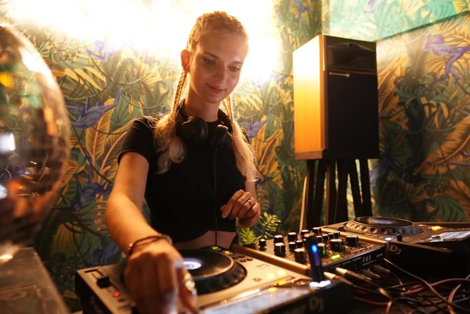 Cocosova on Decks - Scientific Sound Asia