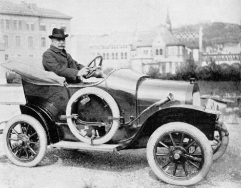 Marta automobil Arad utcáin
