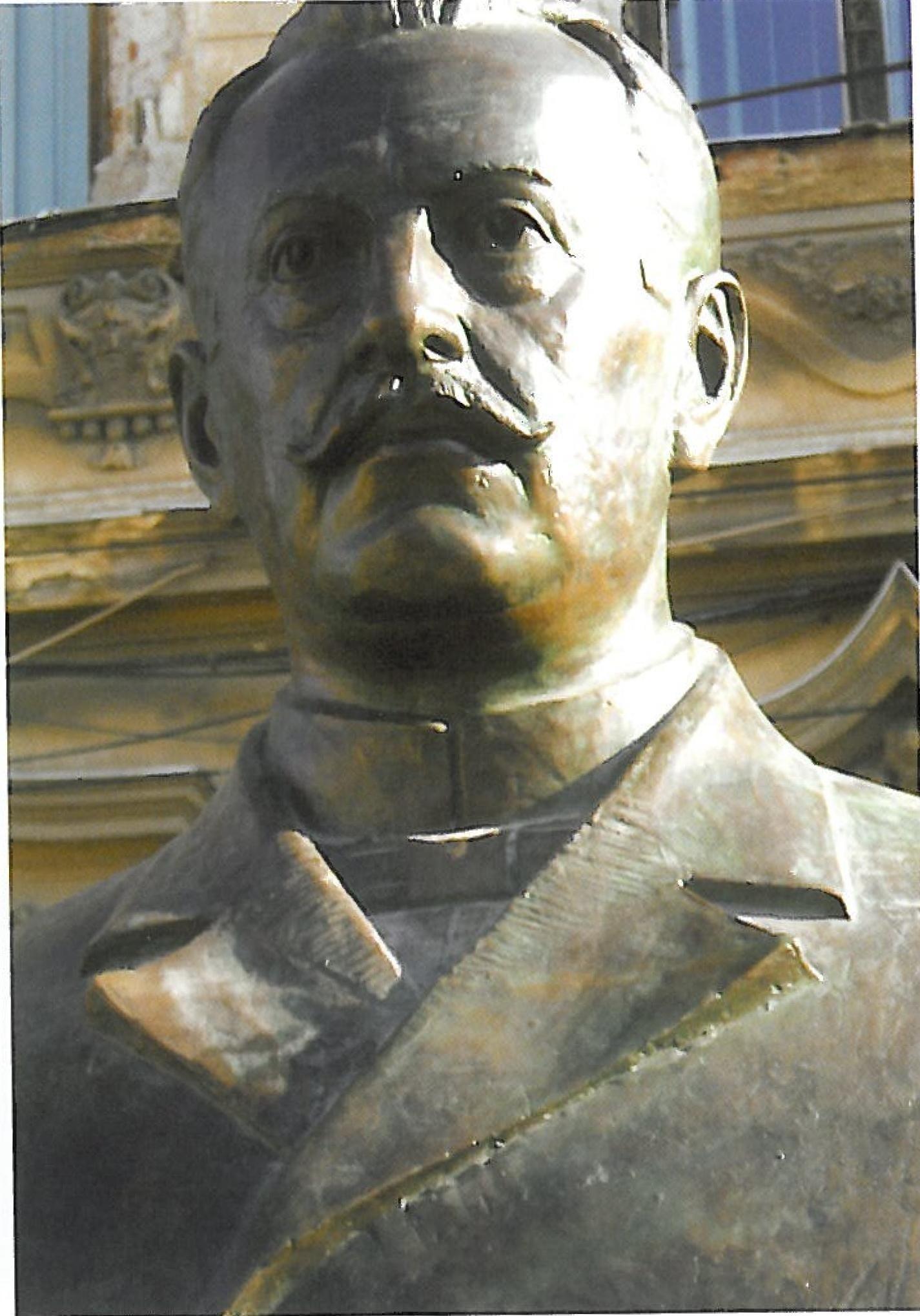 Szalacz Gyula mellszobra Aradon